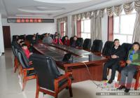 依兰镇组织镇村干部观看党的十八大开幕直播
