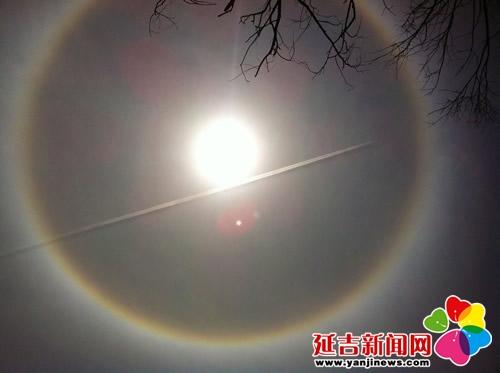 据了解,日晕多出现在春夏,是一种大气光学现象,是日光