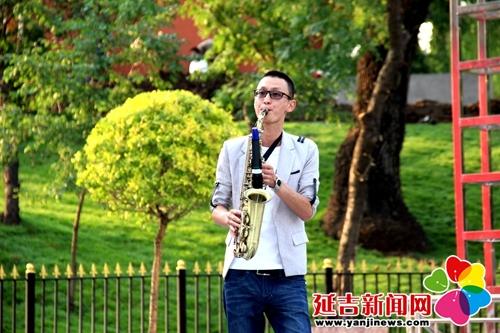 乐器表演 《萨克斯演奏》晓雨-新兴街道 放歌七月 党员文化月演出拉开