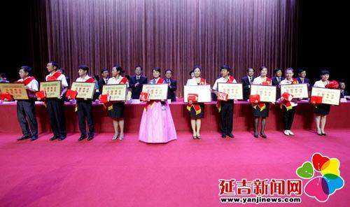 受表彰的模范学校 李军广 摄-延吉市隆重表彰教育系统先进集体和先进