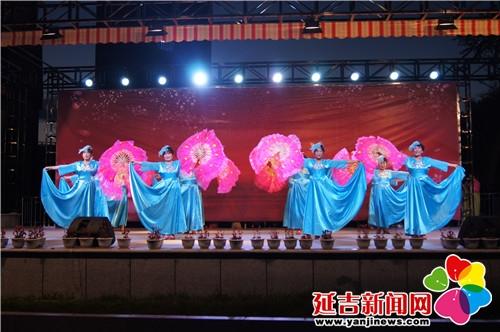 儿童舞蹈,电子琴,表演唱,跆拳道,歌舞等多彩的节目,吸引了大量群众在