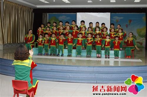 班级幼儿合唱表演