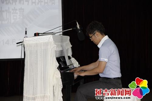 文首峰大学毕业以实习生的身份加入到新苗幼儿园这个