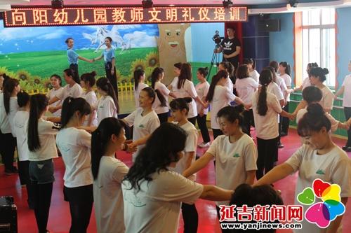幼儿园社会主义核心价值观礼仪展板