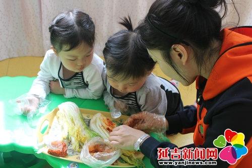 实验幼儿园开展腌制辣白菜体验活动