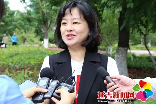 韩丹)6月2日,3日,中央电视台少儿频道知名主持人鞠萍带领《大手牵小手