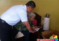 【党员服务城】党员下乡帮助偏远老人办理补折业务