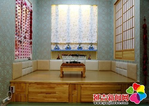 炕是朝鲜族家庭室内活动的主要场所,吃饭时女主人会将食物都