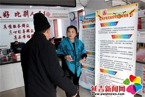 丹华社区开展低保政策宣传活动