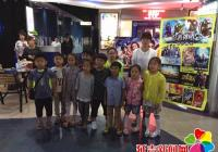 园纺社区联合团市委带领小朋友暑期欢乐观影