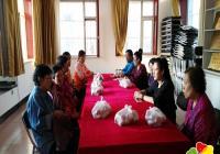 延盛社区帮扶困难老人和家庭送上节日慰问品