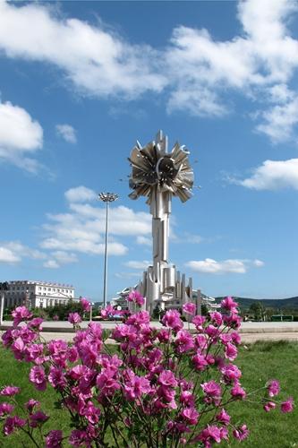 广场上标志性雕塑-承载回忆与变迁的 广场