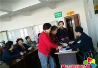 """民警周末进社区 讲解防范""""盗抢骗"""""""