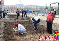 """延兴社区五四青年节开展 """"绿化社区青年志愿者先行""""活动"""