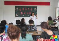健康讲座进社区 居民平安度夏日