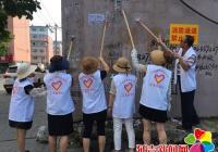 白桦社区开展清理小广告环境整治活动