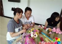 社区办手工DIY培训班 助辖区青年妇女创业