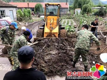 党员干部深入灾区 帮助村民重建家园
