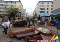 向阳社区清理破旧沙发