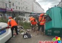 马路成天然垃圾场 臭味难闻影响居民生活