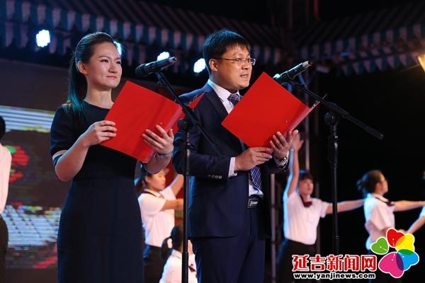 活动现场   萨克斯独奏《映山红》金俞成 摄   旨在不断提升政法干警能