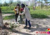 清理河道垃圾 美化社区环境
