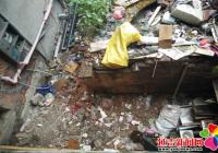 建筑垃圾堵出行 社区出面帮处理