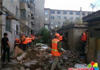 清理建筑垃圾 美化环境卫生