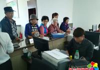 长青社区积极做好居民二代医保卡更换工作