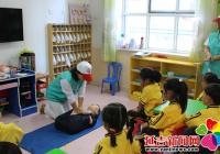 延盛社区在幼儿园开展急救培训
