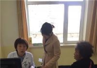 独居老人就医难   社区陪伴去心患
