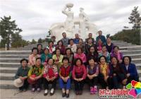 恒润社区组织老人野游  活跃业余文化生活