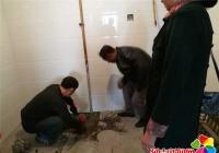 居民家中漏水 社区帮助解决
