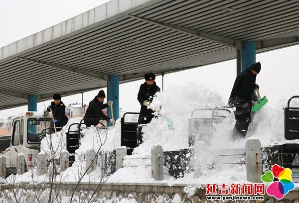 延吉车务段鏖战初雪保畅通