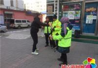 丹山社区志愿者为环卫工人送爱心早餐