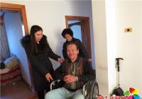 关爱残疾人 轮椅暖人心
