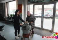 90岁老人寒冬捐衣献温暖