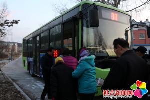 公交开到家门口 村民出行不再难