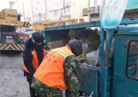 白菊社区联合环卫清理垃圾 还居民宜居环境