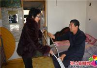 贴心满足残疾人需求 社区送去爱心拐杖