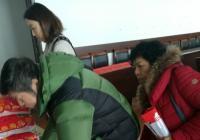 迎新春社区党员走访慰问困难群众