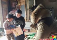 """""""冬日暖阳 青春助贫""""三道湾镇团委慰问贫困户儿童"""