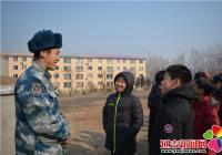 晨光社区组织青少年走进驻延空军部队