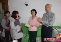 文明社区送温暖陪独居老人过新年