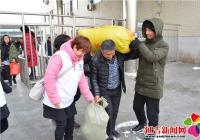 春光社区阳光义工志愿者用爱心温暖来往乘客