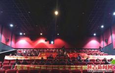 朝阳川镇各村党支部开展观看《厉害了,我的国》党日活动