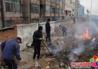 南阳社区清理河道垃圾 提升社区环境风貌