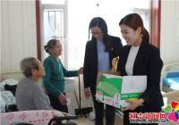 丹英社区开展慰问老人活动