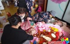 丹明社区志愿者用爱心传递真情