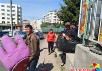 北山街道集中清理辖区废弃沙发